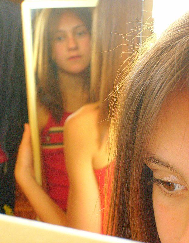 La Ley del espejo sirve de auto observación. Foto vía Pixabay